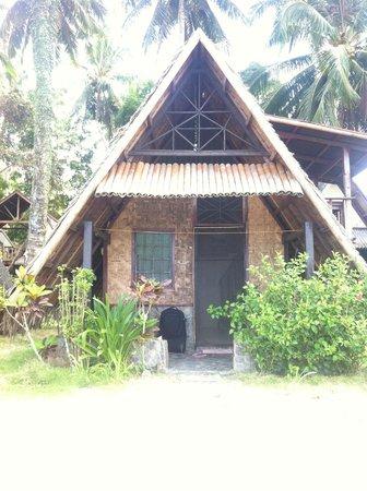 Deep Moon Resort: beach front hut