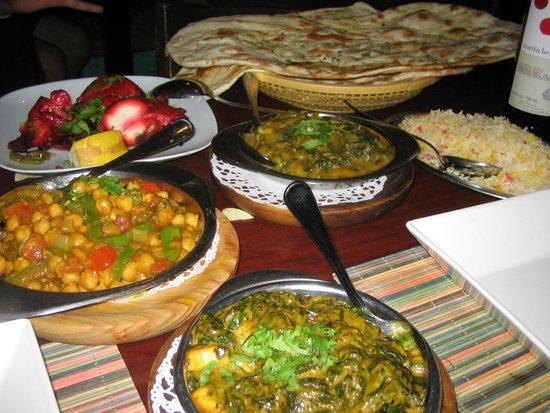 Ancient People: Channa masala, paneer palak, naan