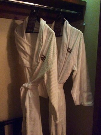 Tivoli Lodge: Plush robes