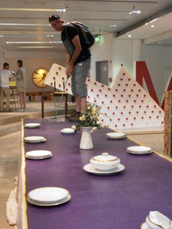 Zeilgalerie: Golf on a dinning table