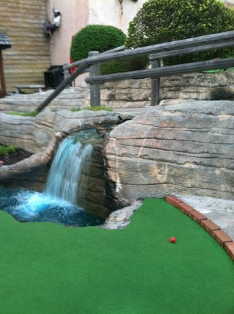 Pirate's Cove Adventure Golf: Waterfall