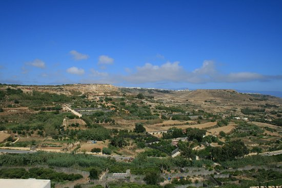 Cornucopia Hotel: Looking across the valley to Zebbug