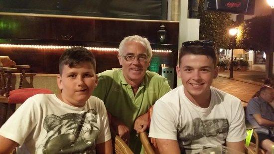 The Little Tavern : Steve and boys