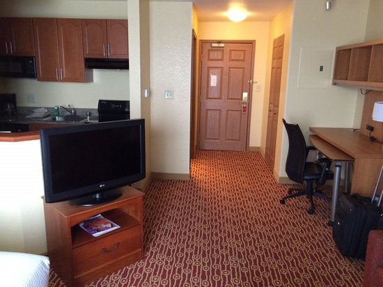 TownePlace Suites Boulder Broomfield: entryway and desk area