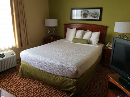 TownePlace Suites Boulder Broomfield: bed