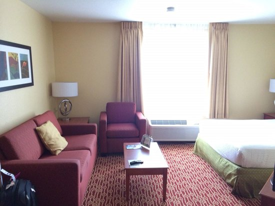 TownePlace Suites Boulder Broomfield: living room area