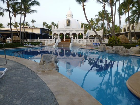 ClubHotel Riu Bambu: Early morning at the pool.