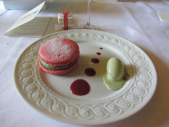 Les Chaumieres de Nexon : Macaron aux fraises, chantilly pistache