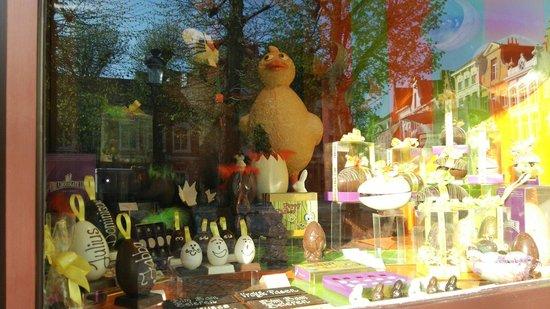 The Chocolate Line Bruges: イースターのディスプレイ
