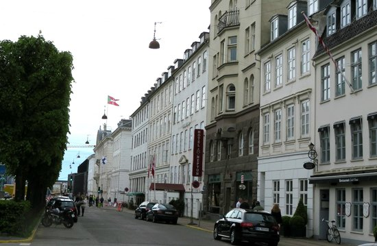 Hotel Skt. Annæ : View of hotel along Sankt Anna Plads one block from Nyhavn harbor