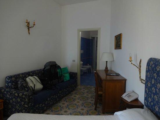 Hotel Savoia: Quarto amplo (401)