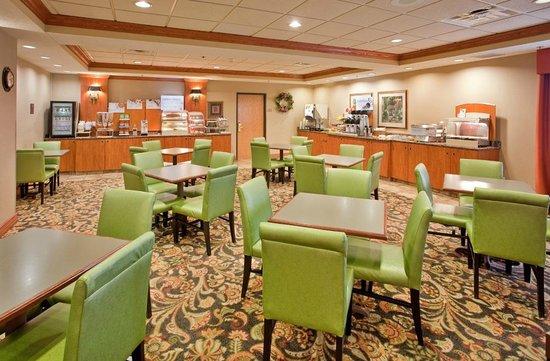Holiday Inn Express Columbus: Free Breakfast