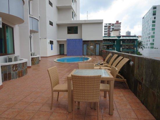 Hotel Principe & Suites : Pool area