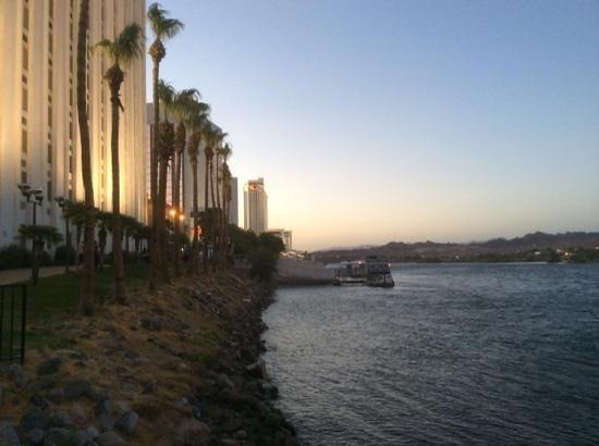 Edgewater Hotel & Casino: river walk outside Edgewater Hotel