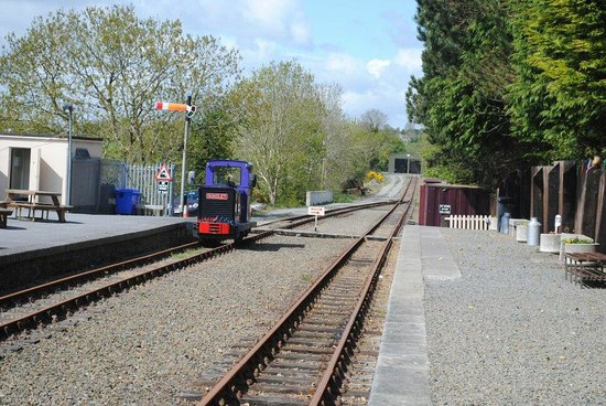 Waterford & Suir Valley Railway: Sunny morning at Kilmeadan Station