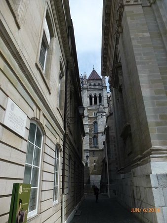 Cathedrale de St-Pierre : St Peter's Cathedral