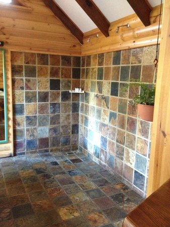 The Fernery Lodge & Chalets: Bathroom