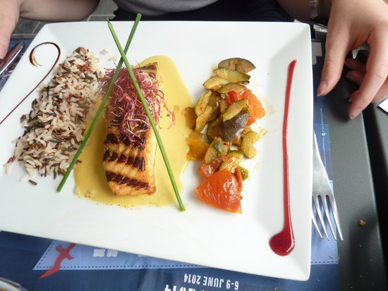 L'ardoise : Salmon with saffron sauce & wild rice