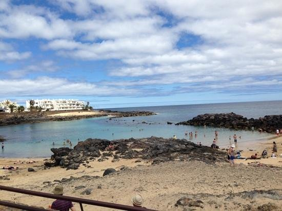 Hotel Grand Teguise Playa: the beach in front