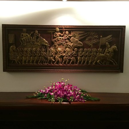 Borei Angkor Resort & Spa: Панно в холле
