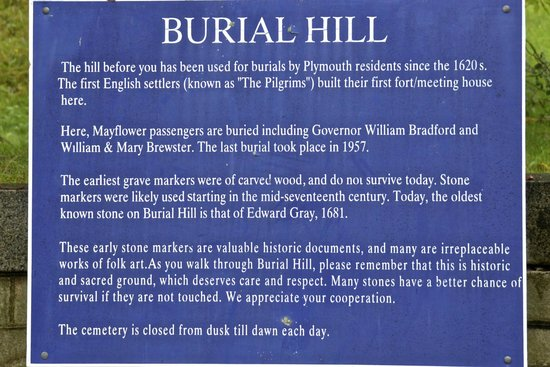 Pilgrim Memorial State Park : Burial Hill Momument