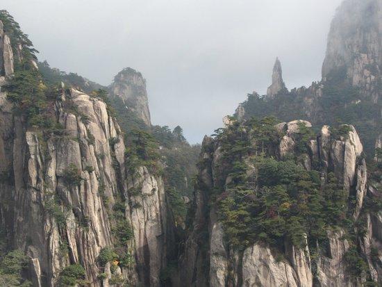 Mt. Huangshan (Yellow Mountain): view of mountains