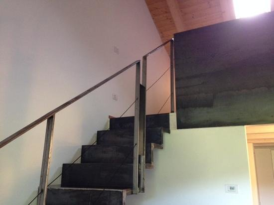 Il Tivano Bed & Breakfast : stairway to master bed