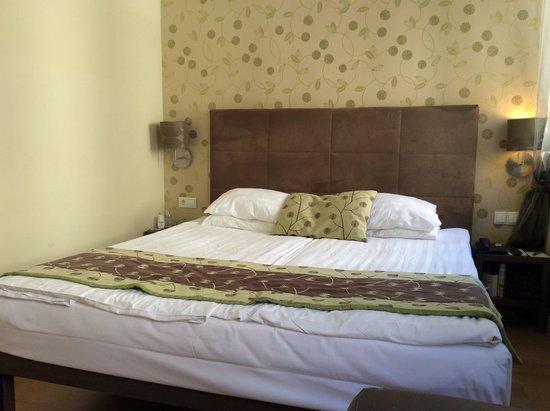 Opera Garden Hotel & Apartments: Bedroom