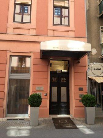 Opera Garden Hotel & Apartments: Hotel