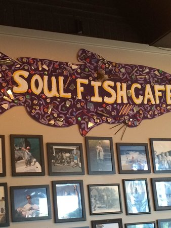 Soul Fish Cafe: Awesome place lots of pictures of great catches