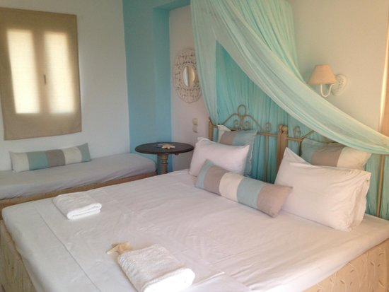 SunVillage Boutique Hotel: Comfortable big bed, beautifully decorated