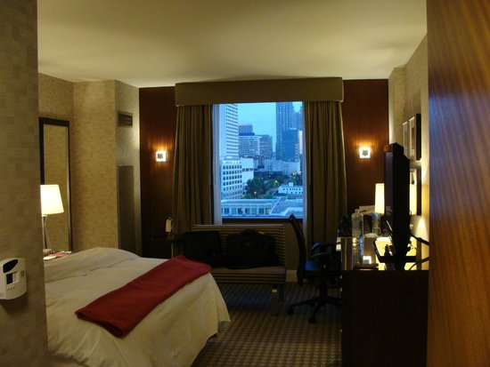 Renaissance Atlanta Midtown Hotel : Room with Queen size bed