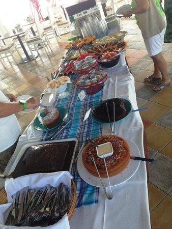 Mar Paraiso Resort: Uma das mesas do café da manhã