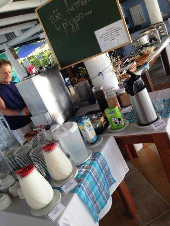 Mar Paraiso Resort: Uma das mesas de café da manhã