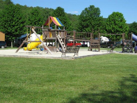Hidden Bluffs Resort: Playground of the kids
