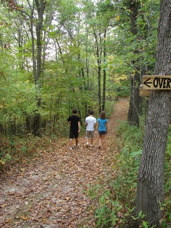 Hidden Bluffs Resort: 4 miles of groomed hiking trails