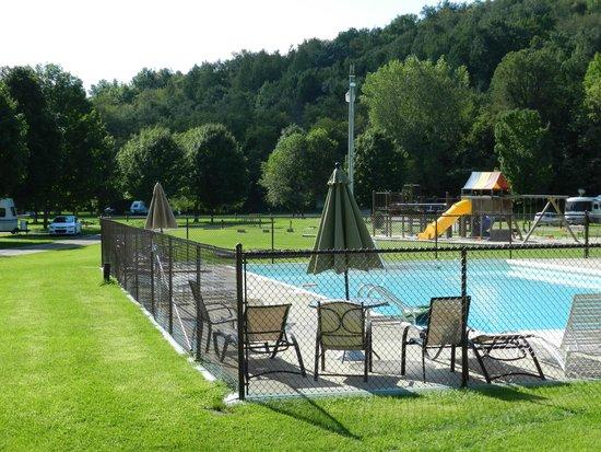 Hidden Bluffs Resort: Beautiful pool