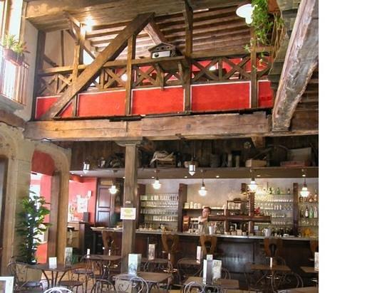 La Taverne Alsacienne: La Cours de la Taverne