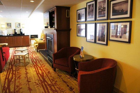 Hotel Carlingview Toronto Airport: Hotel Carlingview - Lobby seating area