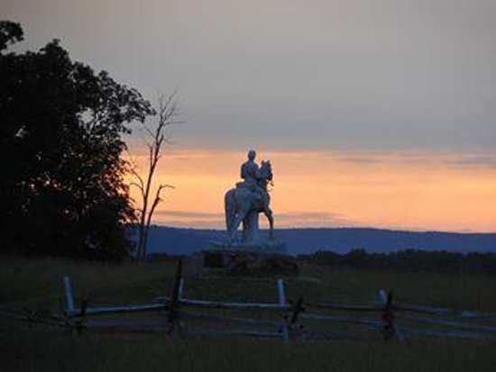 Comfort Suites Gettysburg: Sunset looking across towards where Picketts Charge took place