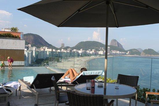Miramar Hotel by Windsor : rooftop pool bar