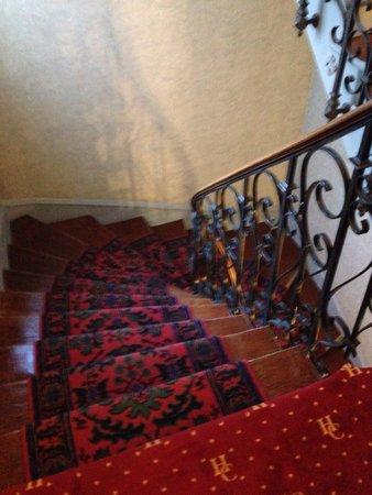 Hotel Cecilia Arc De Triomphe: Stairway