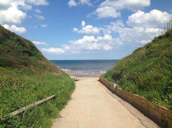 Primrose Valley Holiday Park - Haven: The nearby beach is very accessible