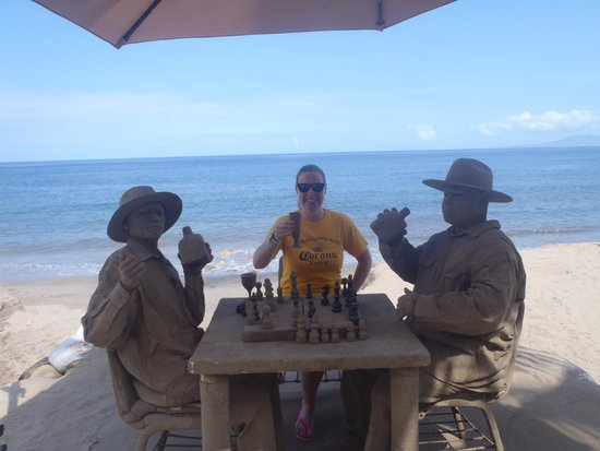 Now Amber Puerto Vallarta: Amazing sand men playing chess
