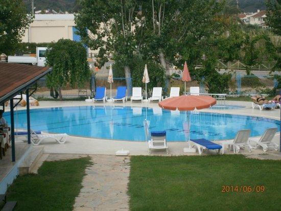 Aymes Hotel: Pool