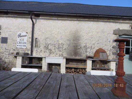 Sutton Mawr Farm: Outside dining area