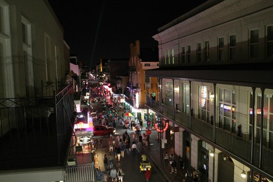 Hyatt Centric French Quarter New Orleans: Bourbon St. Balcony