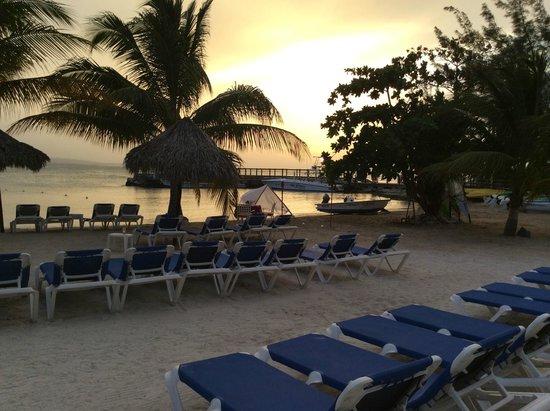 Jewel Paradise Cove Resort & Spa Runaway Bay, Curio Collection by Hilton : beach