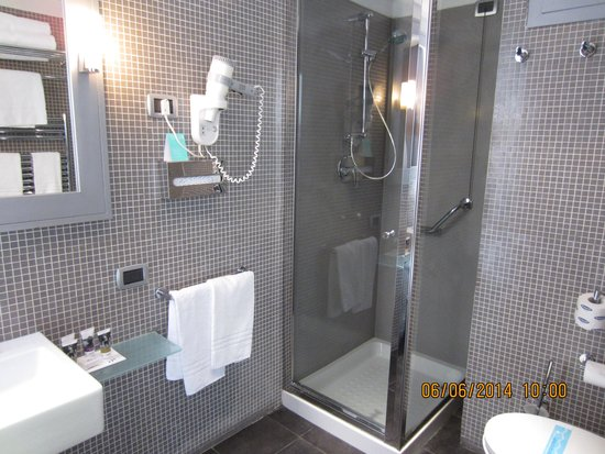 Mercure Palermo Centro: bathroom