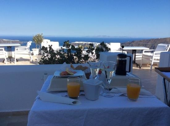 Above Blue Suites: champagne breakfast